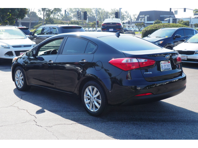 Pre-Owned 2016 Kia Forte LX FWD LX 4dr Sedan 6A